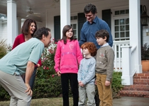 Billy Crystal - Marisa Tomei - Tom Everett Scott - Bailee Madison - Joshua Rush - Kyle Harrison Breitkopf - S.0.S.: Familia en apuros