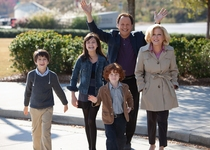 Billy Crystal - Bette Midler - Bailee Madison - Joshua Rush - Kyle Harrison Breitkopf - S.0.S.: Familia en apuros